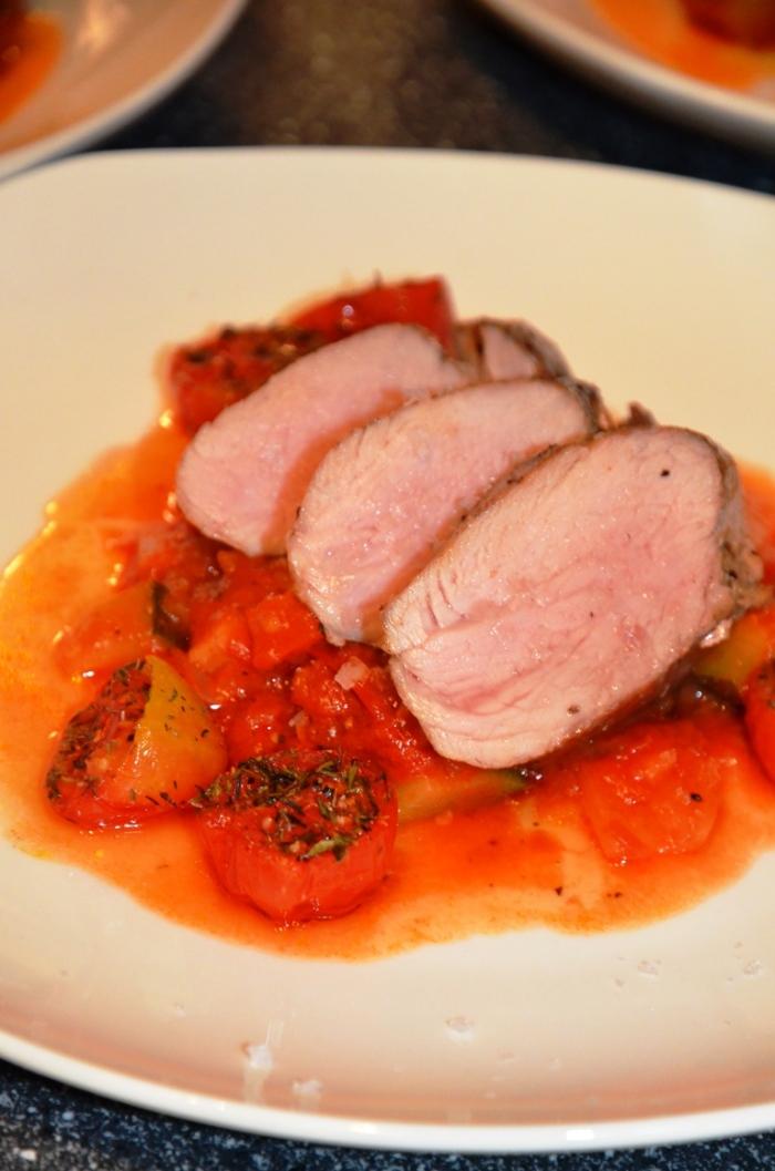 Svinefilet med ratatouille og omnsbakte tomater.