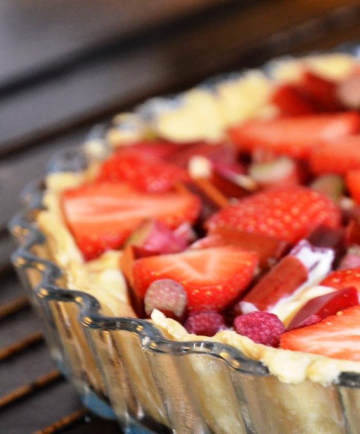 pai med rabarbra og jordbær